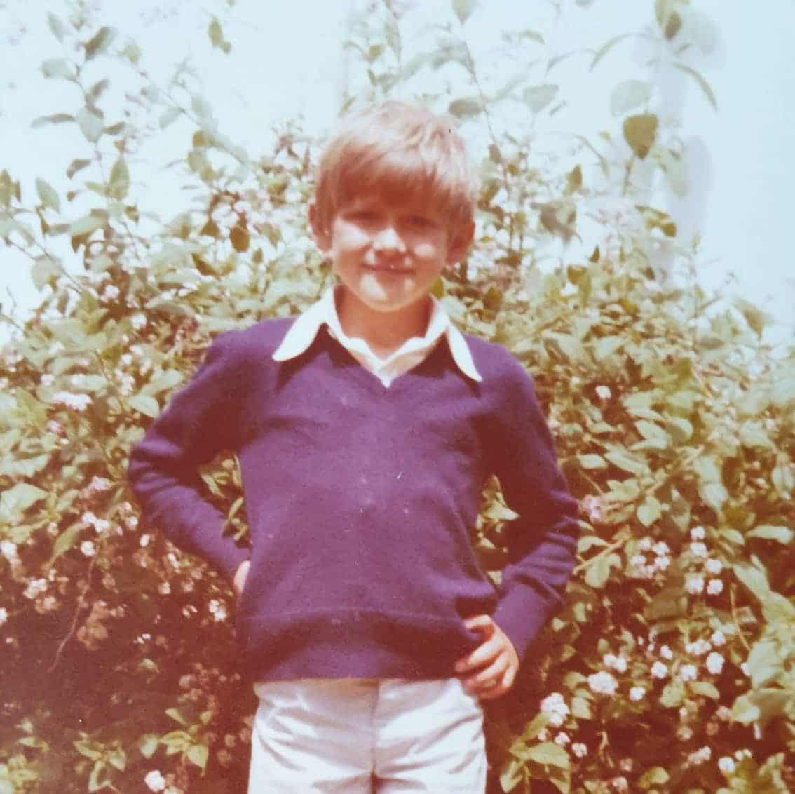 Niño de  años en los años 80